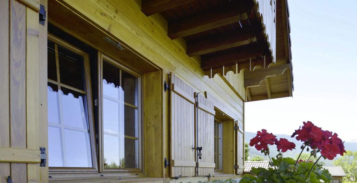chalet bois optimise portes fen tres volets amc fen tres. Black Bedroom Furniture Sets. Home Design Ideas